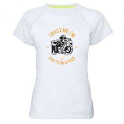 Жіноча спортивна футболка Trust me i'm photographer