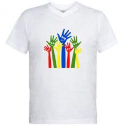 Мужская футболка  с V-образным вырезом Улыбки на руках - FatLine