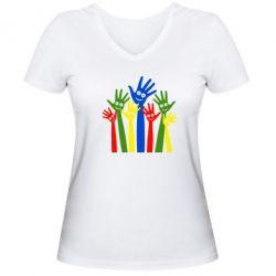 Женская футболка с V-образным вырезом Улыбки на руках - FatLine