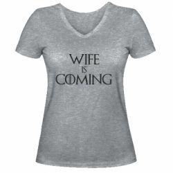 Жіноча футболка з V-подібним вирізом Wife is coming