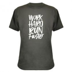 Камуфляжна футболка Work hard run faster