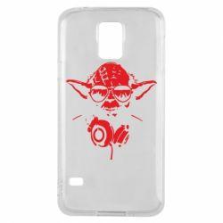 Чехол для Samsung S5 Yoda в наушниках