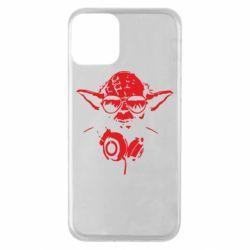 Чехол для iPhone 11 Yoda в наушниках