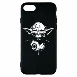Чехол для iPhone 7 Yoda в наушниках