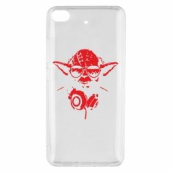 Чехол для Xiaomi Mi 5s Yoda в наушниках