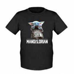 Детская футболка Yoda with a cup